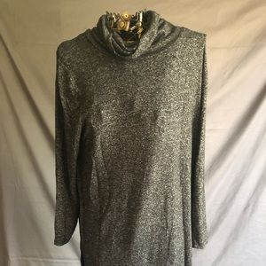Old Navy Woman's Black & Gray Tunic Large
